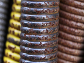 rusty_garage_door_springs01_320x240